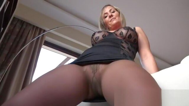 Hot mature.. blonde female orgasm fetish