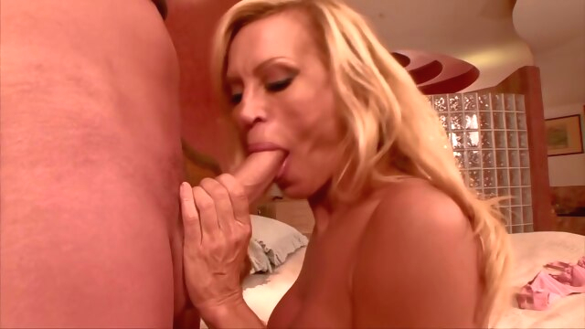 Astonishing.. big tits blonde cumshot