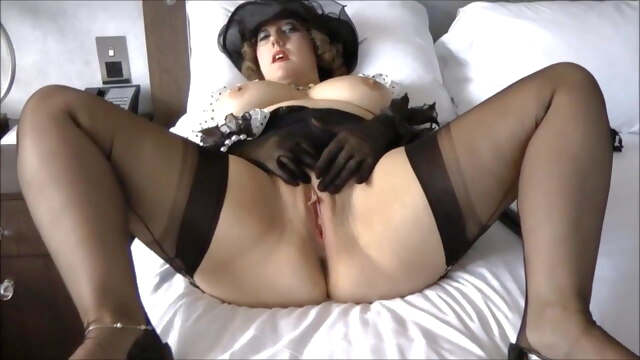 Dirty Posh.. cumshot mature stockings