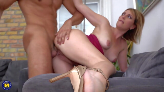 MOM gets.. anal blowjob mature