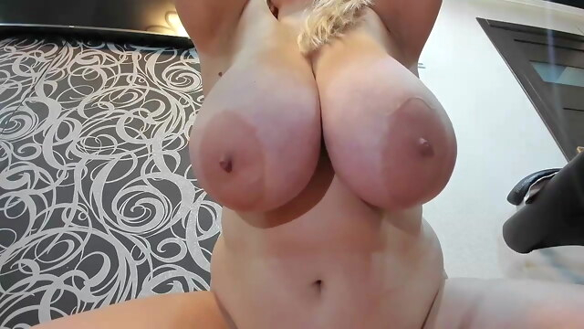 Chubby.. blonde bbw squirting